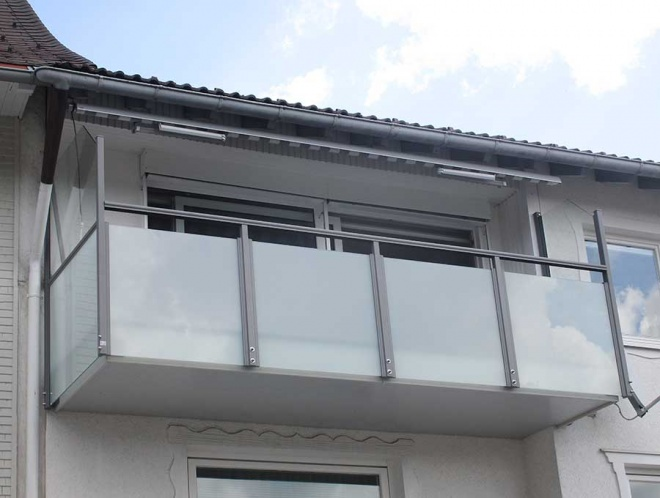 frame RAL 9007, dull glass, wind protection