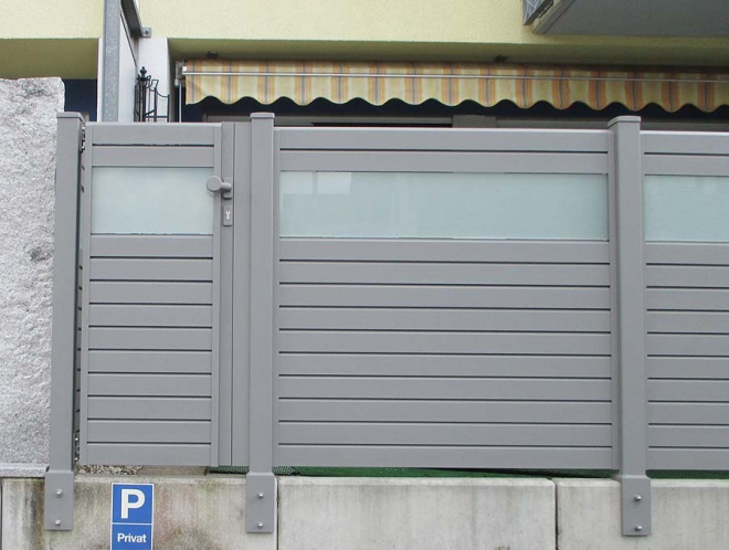 colour RAL 9007, door, posts with special holder